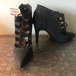 NWT- black heeled lace-up bootie size 9
